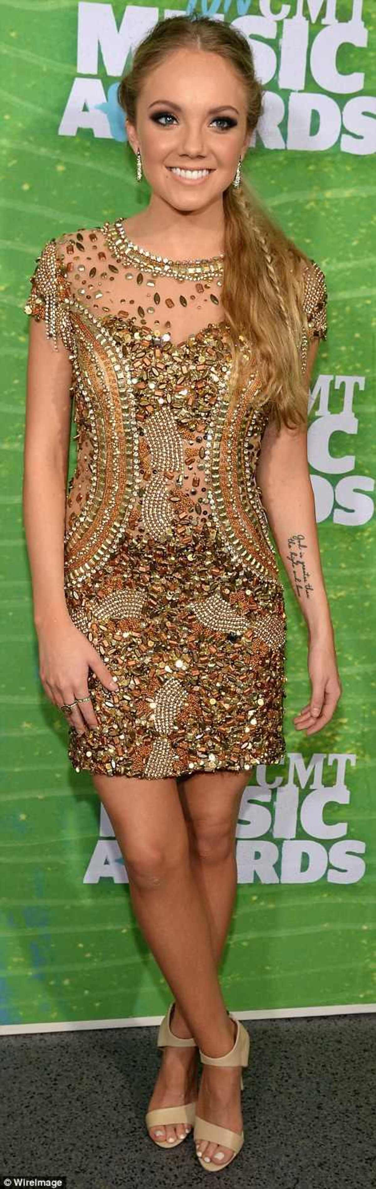 2984DD4E00000578-0-Gold_standard_Lindsay_Ell_and_Danielle_Bradbery_both_rocked_the_-a-95_1433984344465