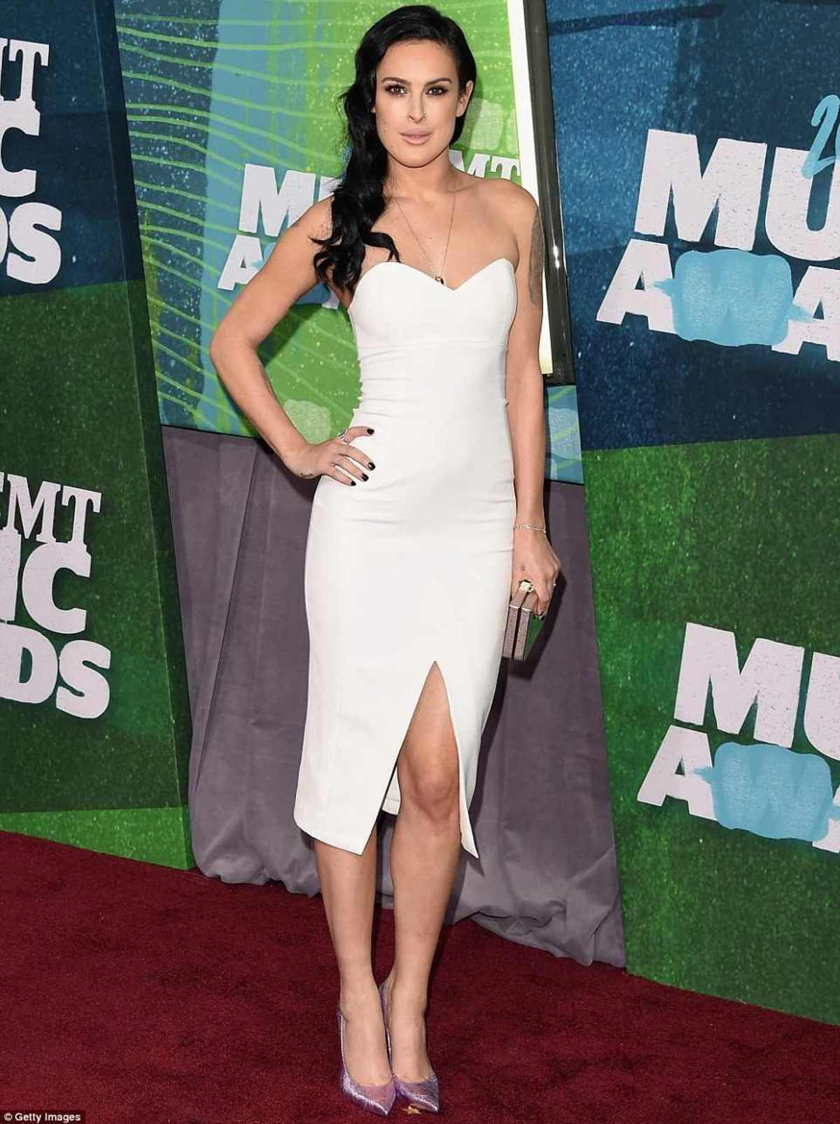 2984ED9000000578-0-Wonder_in_white_Rumer_Willis_led_the_glam_parade_at_the_2015_CMT-a-61_1433984342407