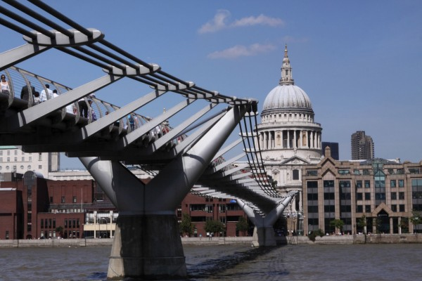 London Millenium Bridge and St Paul's Cathedral (300 dpi)