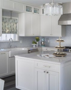 Lonni-designed-bright-kitchen-stayed-true-Melissa