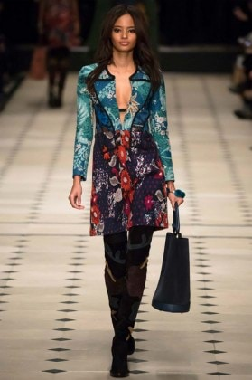 malaika-firth-on-elegant-printed-blazer-fw15-16-burberry