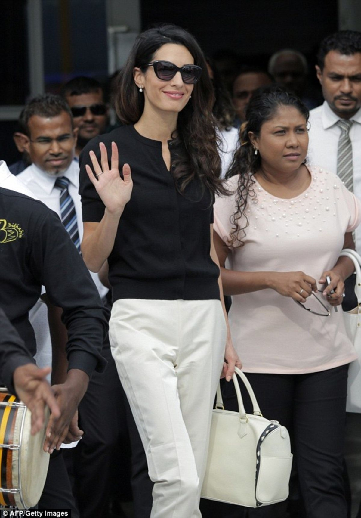 2C0BD55500000578-3226705-Fight_on_her_hands_Amal_greeted_a_large_crowd_as_she_touched_dow-a-13_1441734694075