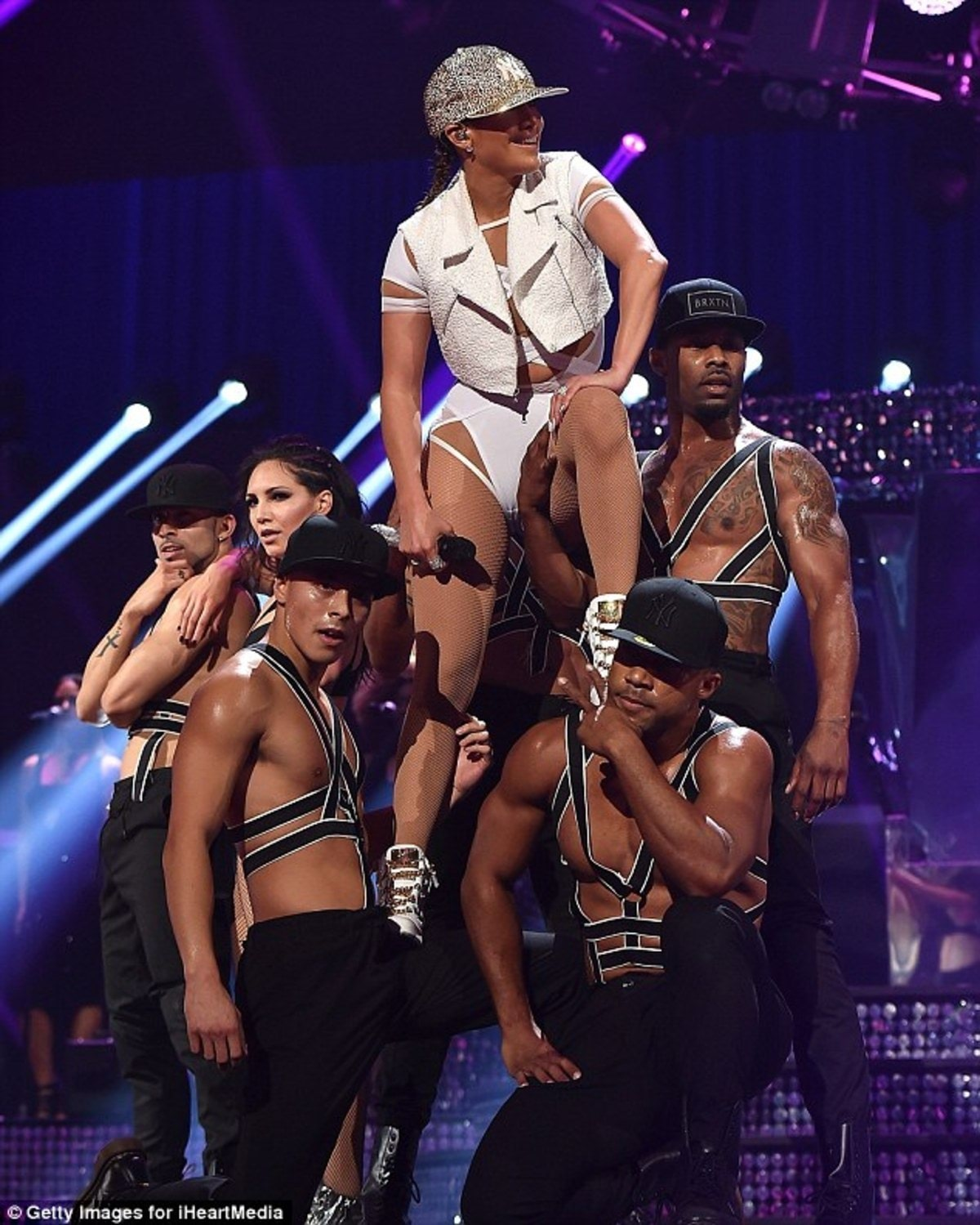 2C89004200000578-3241785-Up_high_The_performer_had_an_impressive_team_of_backing_dancers_-a-14_1442746465291