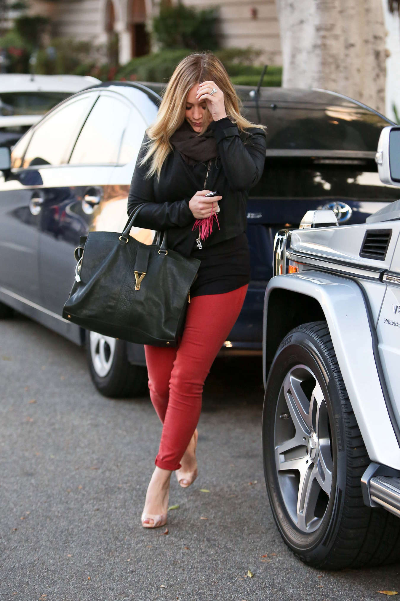 Hilary Duff - Hot in tight pants -02