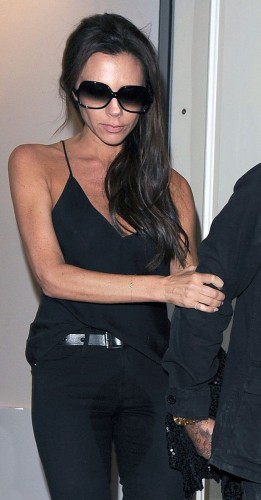 Victoria-Beckham-has-a-huge-wet-patch-on-the-front-of-her-jeans