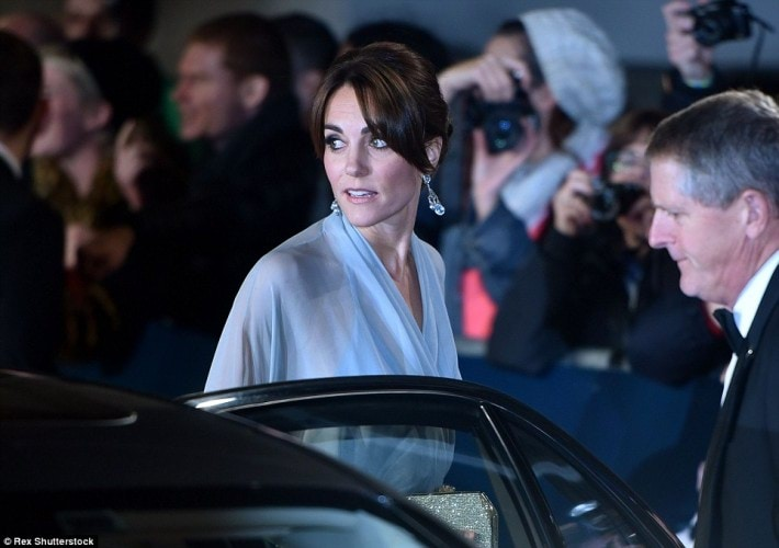 2DCFFE2100000578-3290358-007_wouldn_t_be_impressed_The_Royals_arrived_on_the_red_carpet_i-m-97_1445897386146