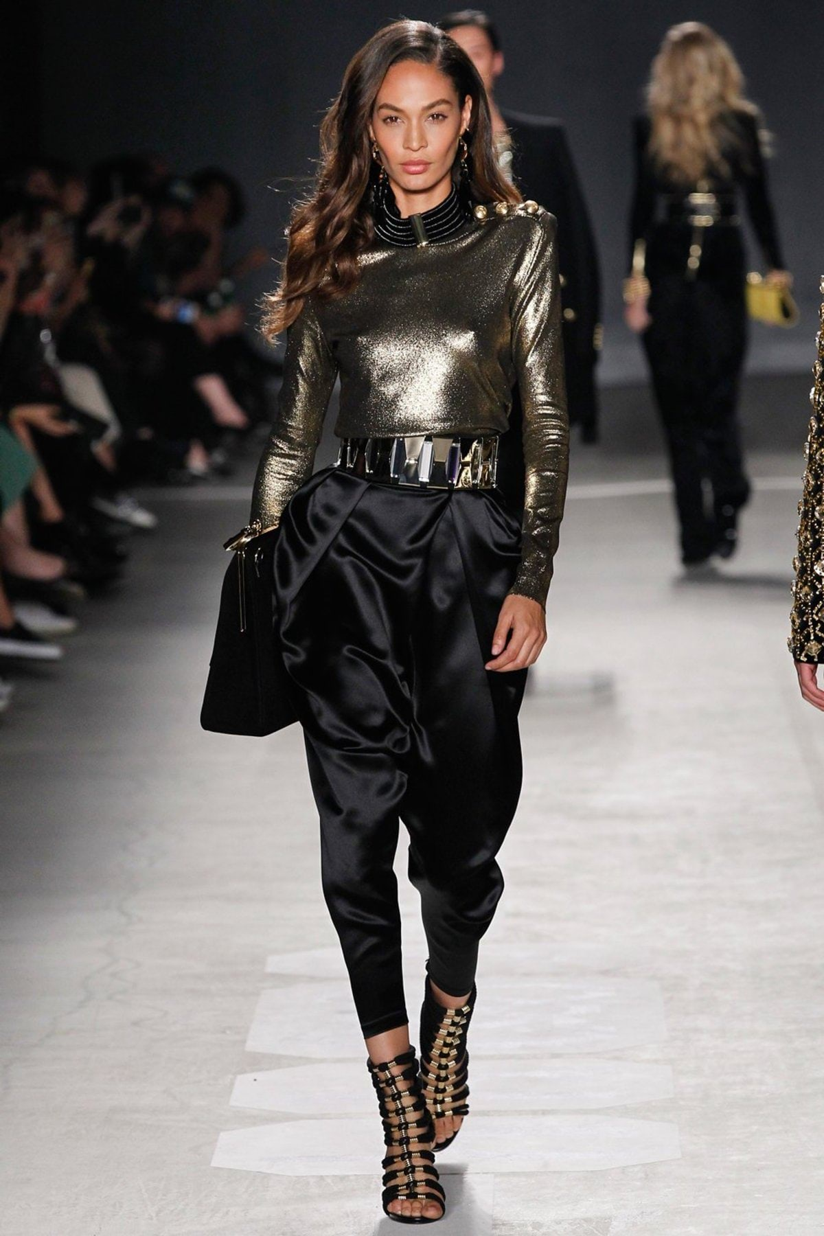 h-and-m-balmain-runway-fall-2016-05 (1)