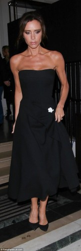 2E13F33400000578-3302497-Trim_Victoria_showed_off_her_toned_arms_in_the_strapless_gown-a-28_1446593493155