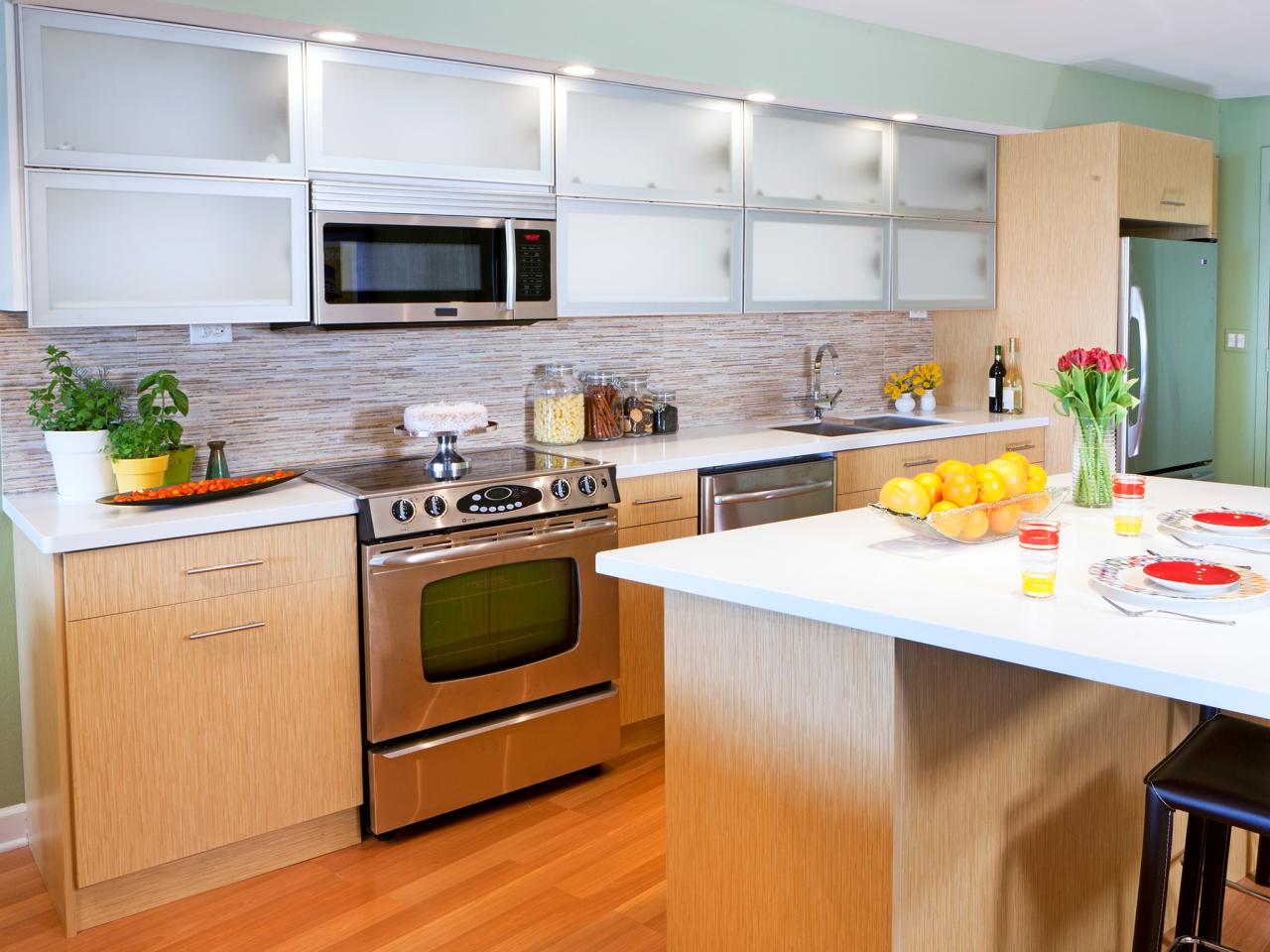 H2DSW211_Contemporary-Ready-Made-Kitchen-Cabinets_s4x3.jpg.rend.hgtvcom.1280.960