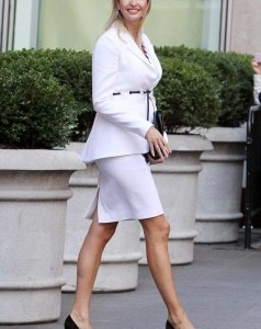 2F1A0D8600000578-3347948-Maternity_chic_Ivanka_showed_off_her_stunning_style_when_she_ste-a-16_1449386353674