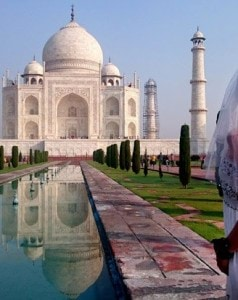 BRIDE-AT-TAJ-MAHAL-495171