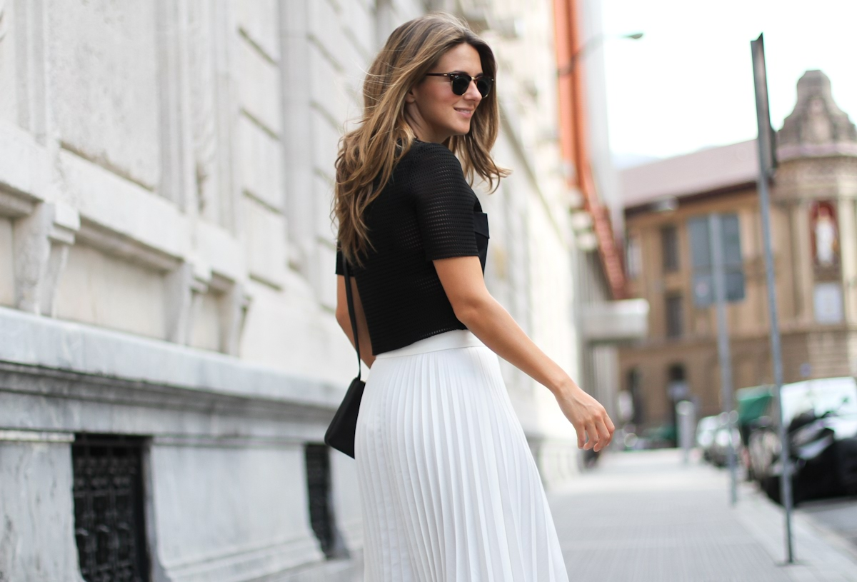 Clochet_Outfit_Streetstyle_zara_white_pleated_skirt_studio_cropped_top_-8