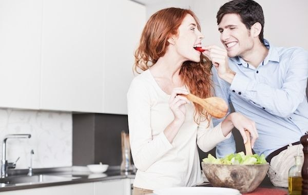 COUPLE_IN_KITCHEN_toppick_crop