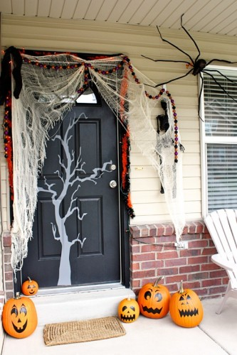 cool-halloween-front-door-decor-ideas-5