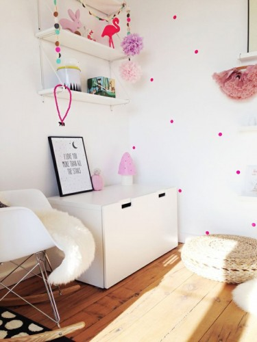 white-wall-and-pastel-details