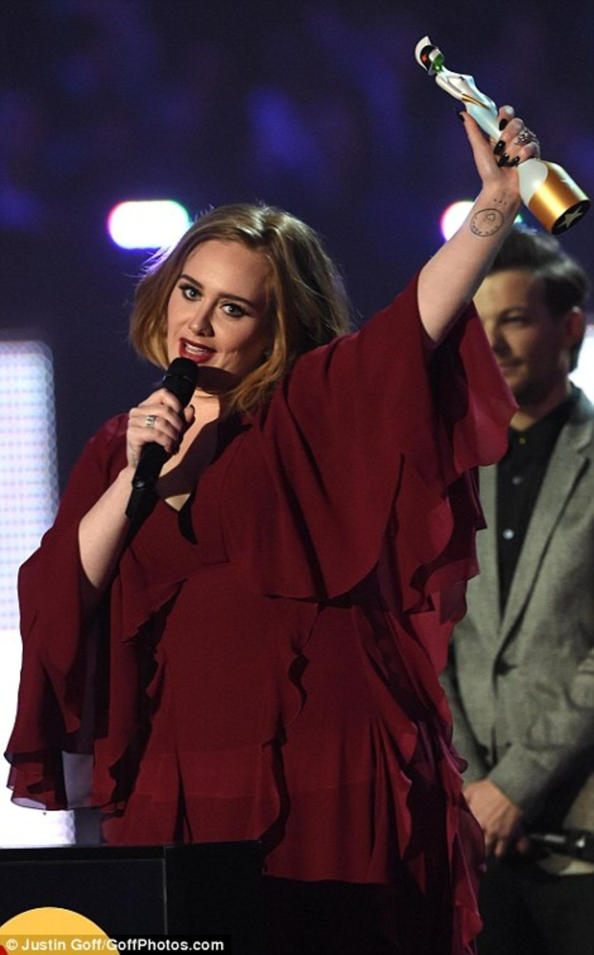 318650F800000578-3462742-The_first_of_many_The_star_lifted_the_trophy_as_she_thanked_her_-m-65_1456357826569