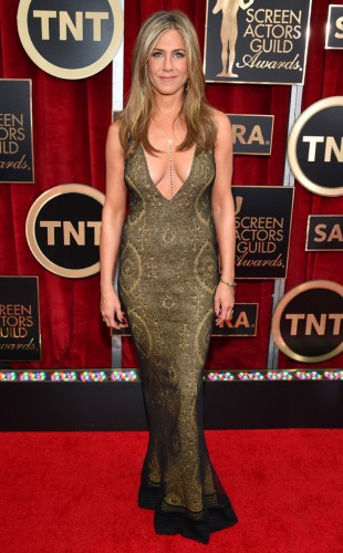 rs_634x1024-150125171543-634.jennifer-aniston-sags.l.12515