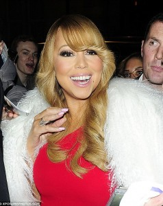 3282CC9200000578-3507247-Dressed_to_the_nines_Mariah_oozed_glamour_as_she_made_her_way_th-a-3_1458807751437