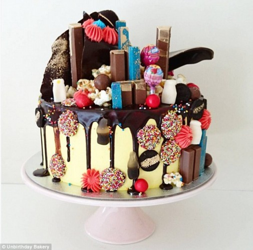 32A73EAA00000578-3514664-Mouth_watering_Snaps_of_the_cakes_show_off_striking_blue_and_pin-a-1_1459376487939