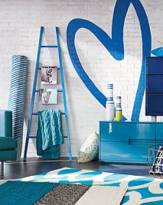 Blue-decor-makes-a-great-transition-to-spring