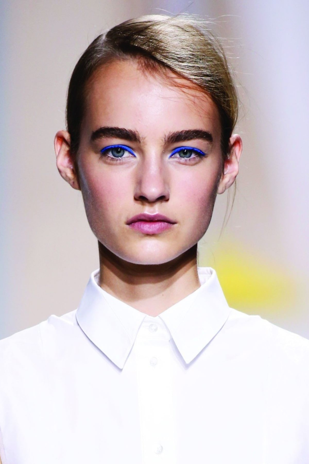spring-beauty-2016-trends-blue-makeup-hugo-boss