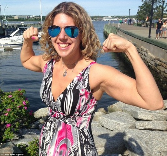 32E4346C00000578-3525976-As_well_as_losing_weight_Donna_started_to_weight_train_to_sculpt-a-14_1459965363445