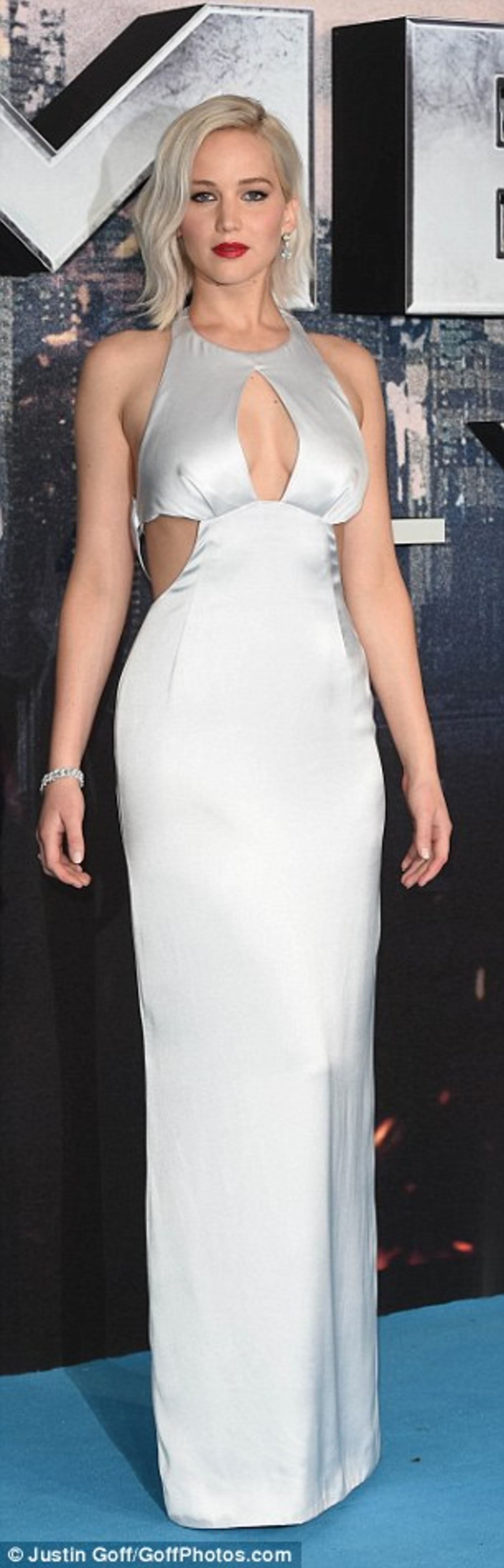 33FCB52600000578-3582175-Busty_display_Her_dress_revealed_her_ample_chest-a-91_1462872233182