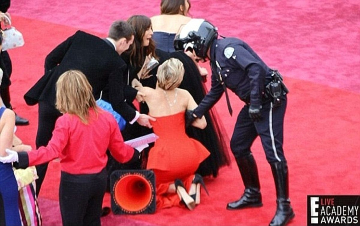 33FDF70D00000578-3581535-Not_again_At_the_Oscars_the_following_year_in_2014_Jennifer_trip-a-278_1462824135195