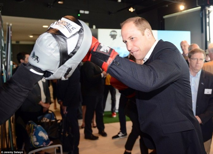 343C85EE00000578-3592450-Duke_against_Duke_Prince_William_donned_a_pair_of_red_boxing_glo-a-239_1463410017522