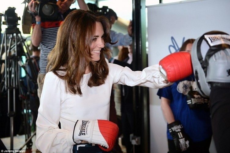 343C8AB100000578-3592450-The_Duchess_of_Cambridge_showed_she_can_pack_a_real_punch_today_-a-231_1463409976957