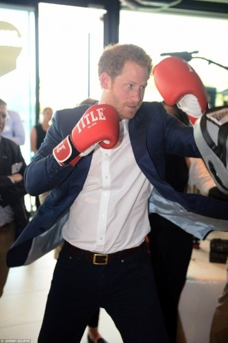 343C8F8D00000578-3592450-Prince_Harry_couldn_t_resist_the_opportunity_to_join_in_the_boxi-a-237_1463410011162