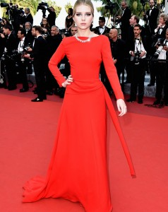 343FBBCD00000578-3593401-Sister_act_Kate_was_joined_on_the_red_carpet_by_her_younger_half-a-11_1463426557358