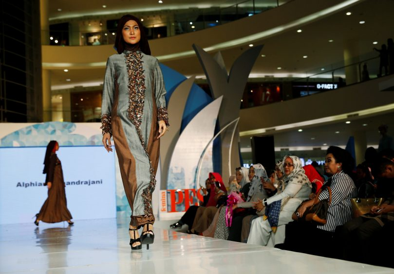 REFILE- CORRECTING GRAMMAR Models present creations by Indonesian designer Alphiana Chandrajani during the Ramadhan Fashion Delight at a shopping mall in Jakarta, Indonesia May 27, 2016. REUTERS/Beawiharta