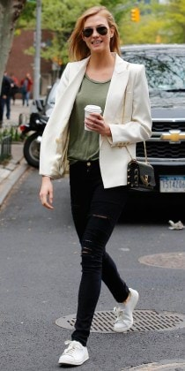 Karlie Kloss Running some Errands in Manhattan
