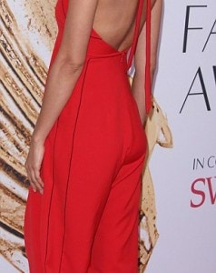 34FD0E4F00000578-3628375-Lady_in_red_Irina_Shayk_stood_out_in_a_scarlet_jumper_with_a_key-m-71_1465256503570