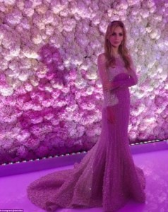 3513C47900000578-3632535-Pretty_in_purple_The_bride_posed_for_photos_in_front_of_one_of_t-a-22_1465463217708