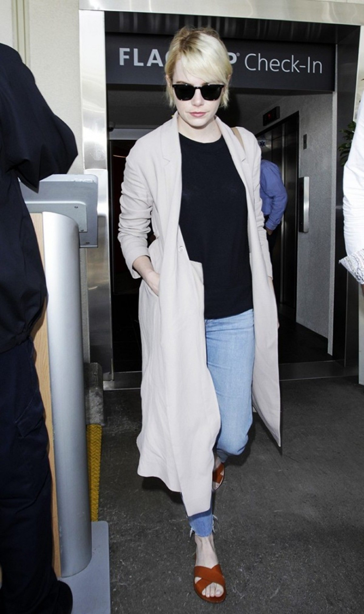 7-summer-airport-outfits-you-already-own-1808604-1466120028.640x0c
