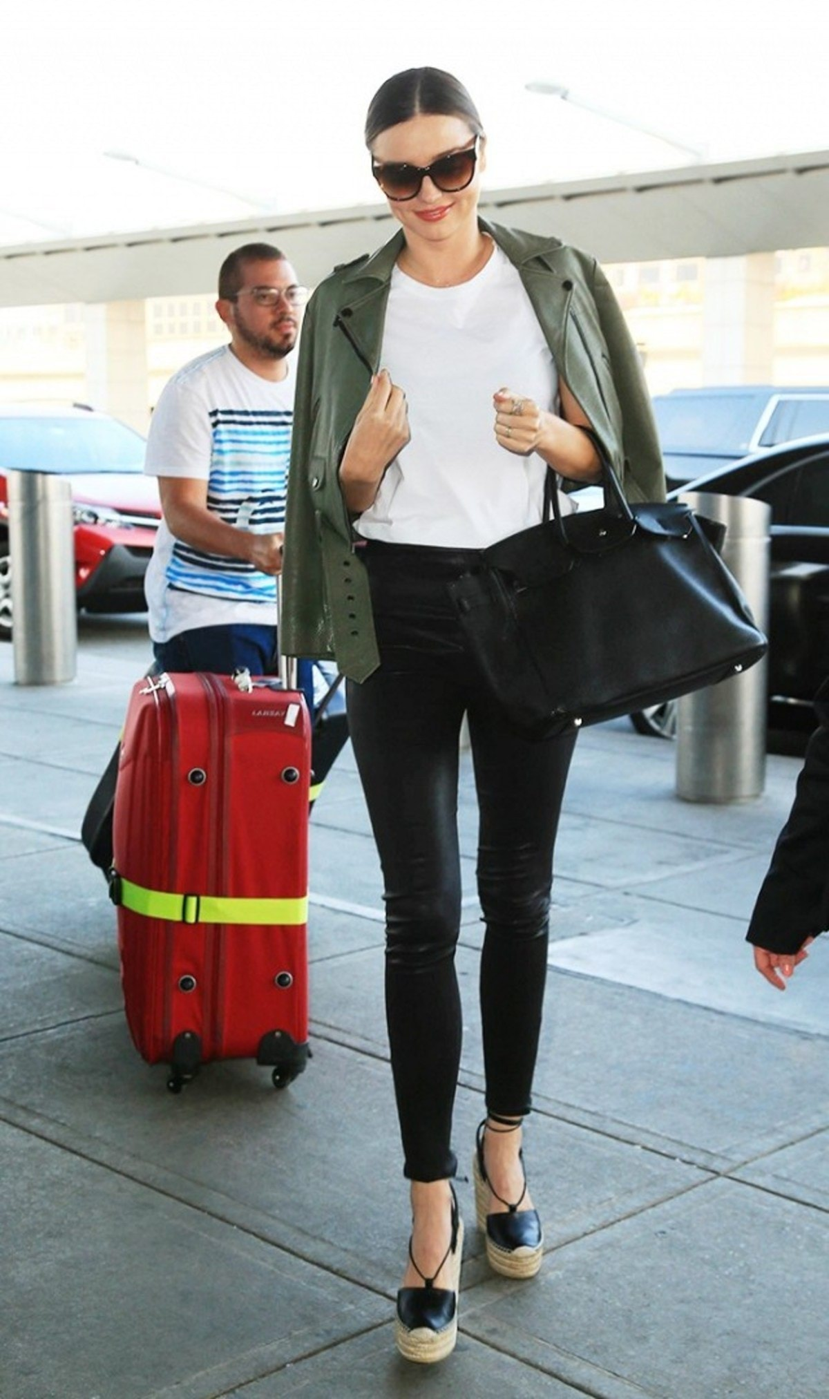 7-summer-airport-outfits-you-already-own-1808605-1466120028.640x0c