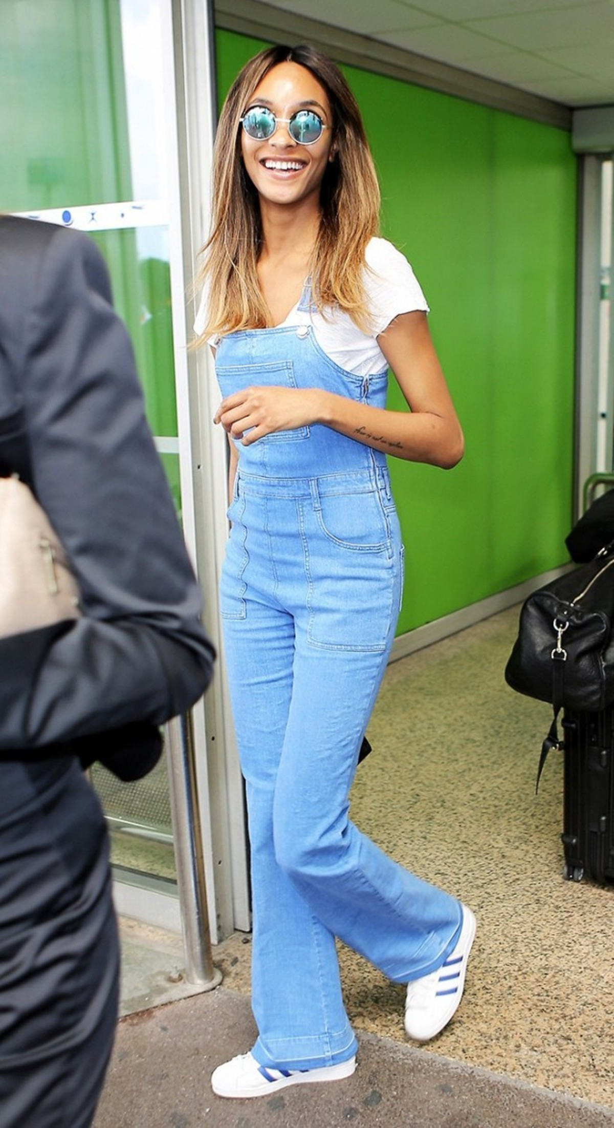 7-summer-airport-outfits-you-already-own-1808609-1466120029.640x0c