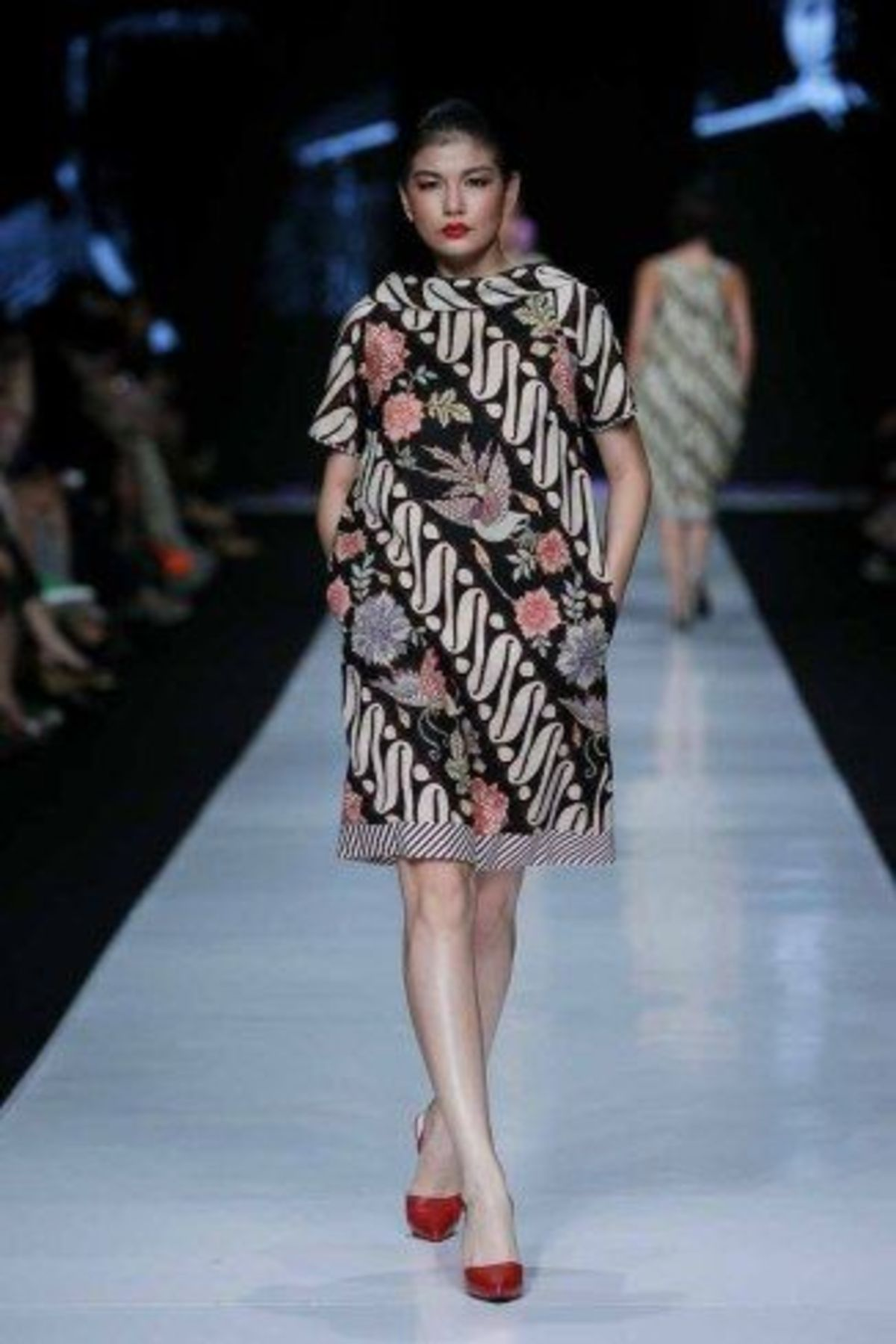JAKARTA, INDONESIA – OCTOBER 21: A model walks the runway showcases design by Edward hutabarat at the Parang fashion show during Jakarta Fashion Week 2014 at Senayan City on October 21, 2013 in Jakarta. (Photo by Irvan Arryawan/Feminagroup)