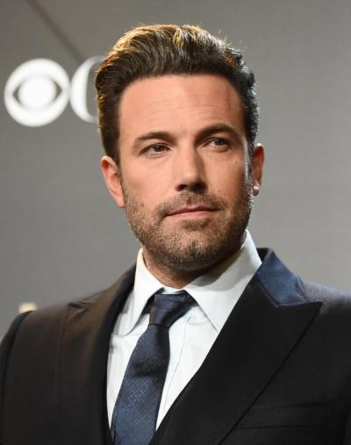 Ben-Affleck-Looking-Hot-in-Black-Suit