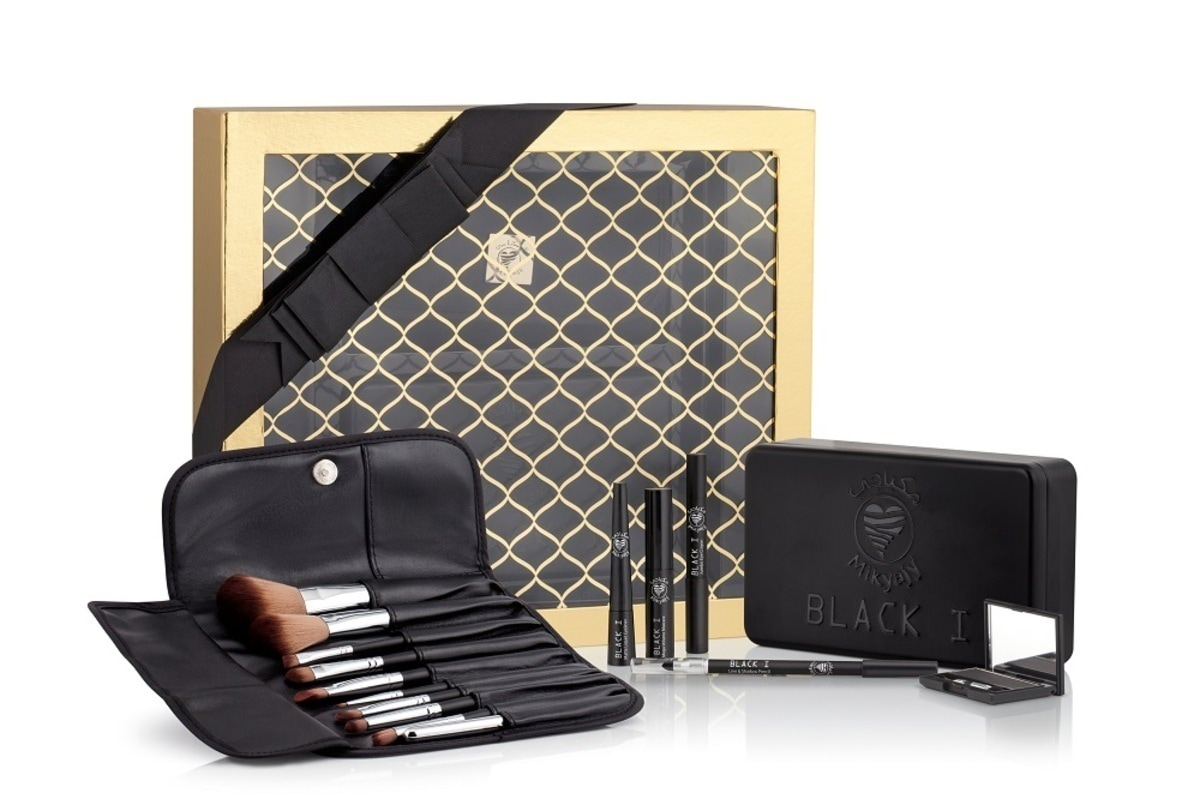 Mikyajy Black I and Brush Set AED 199