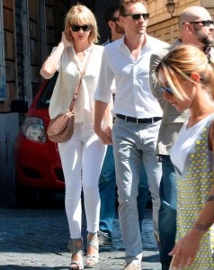 Taylor-Swift-is-seen-with-her-new-boyfriend-Tom-Hiddleston-having