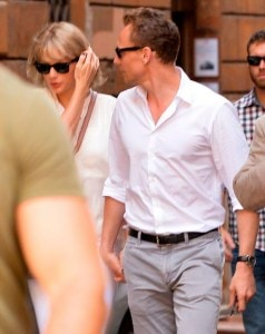 Taylor-Swift-is-seen-with-her-new-boyfriend-Tom-Hiddleston-having (3)