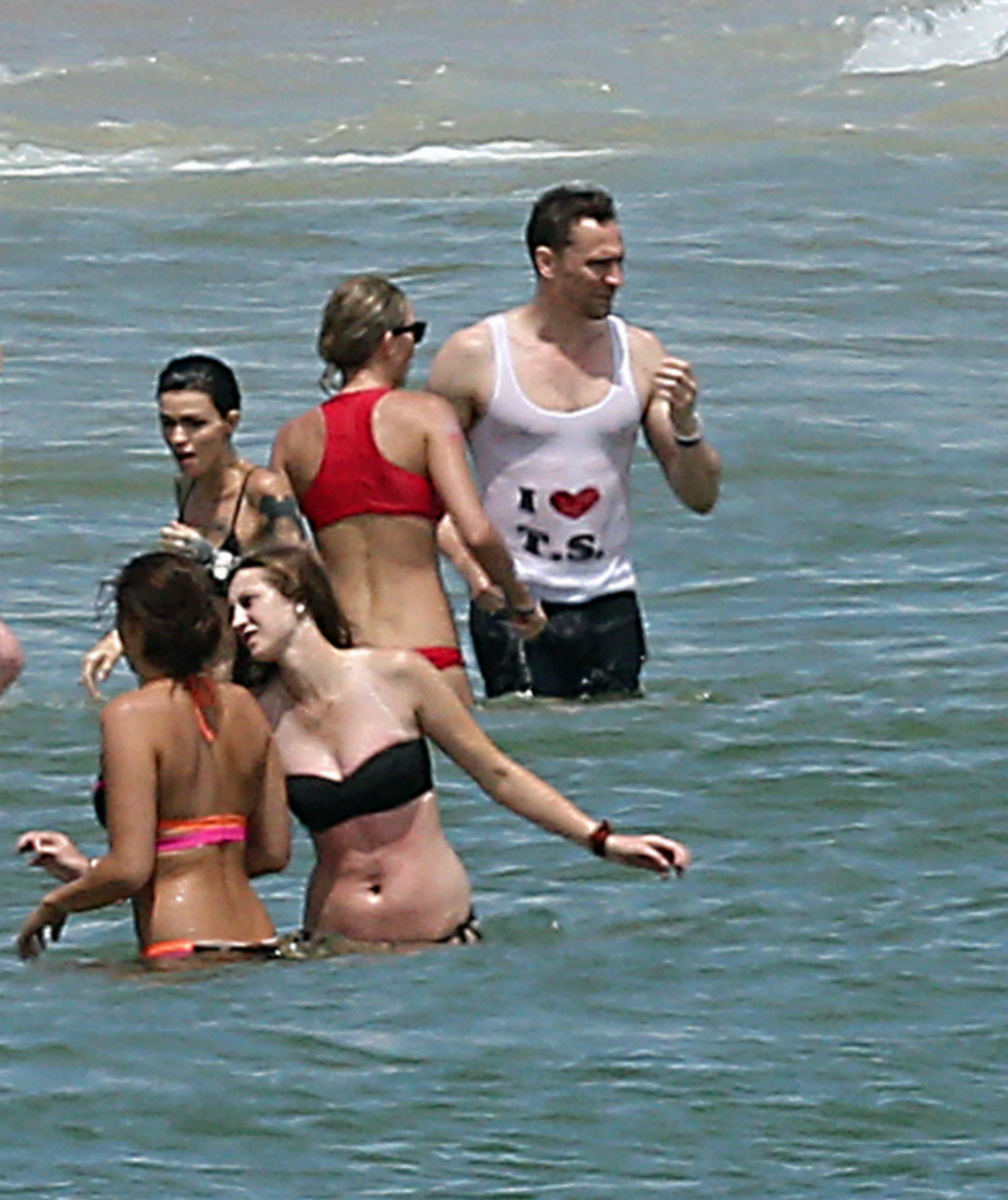 1280_Taylor_Swift_Tom_Hiddleston_crop_SPL1312971_011