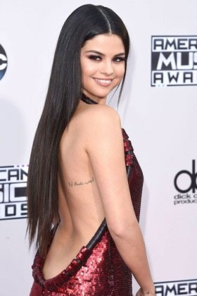 1451149797-mcx-celebrity-rapunzel-hair-selena-gomez-11-22-2015-getty
