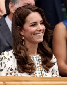 36216B0B00000578-3683114-Kate_smiled_as_she_watched_the_action_on_court_as_Andy_Murray_be-a-61_1468156517544