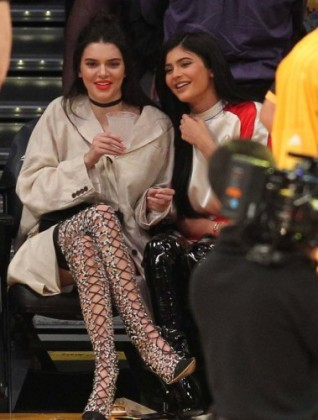 Kendall and Kylie Jenner looking very hot at the Lakers game.