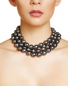 COUTURE_Chanel_Black_Pearl_Necklace_-_Model