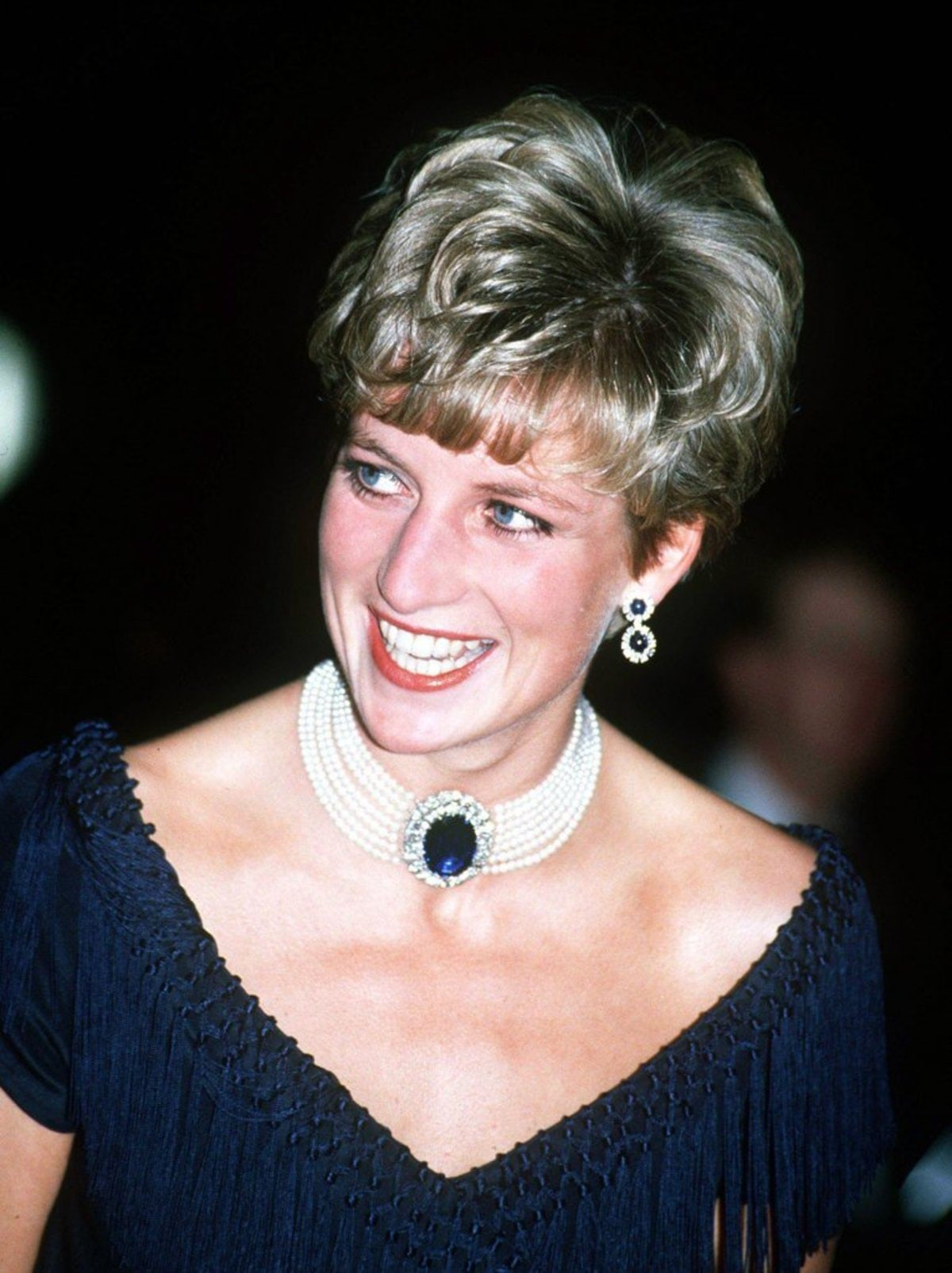Diana-sapphire-chokerDiana-second-most-famous-sapphire-given